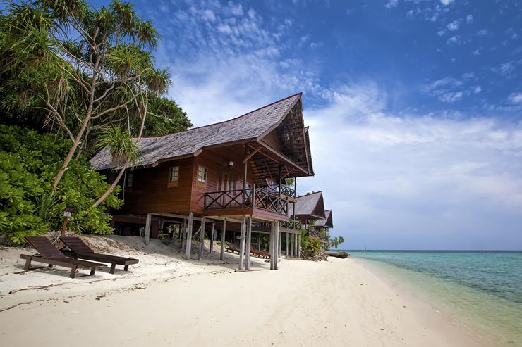 Beachfront accomodation on Lankayan Island in Borneo