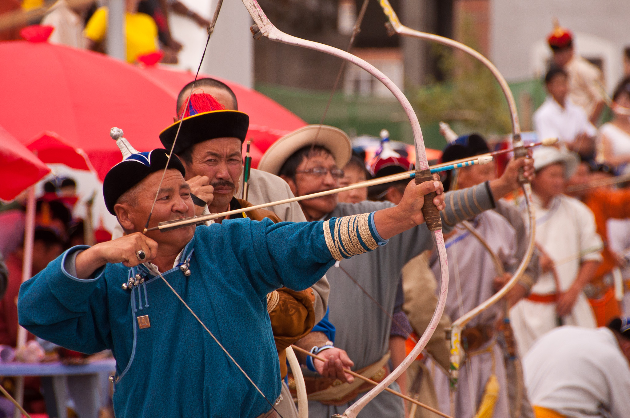 A line of archers take their stand (image courtesy of Mark Fischer)