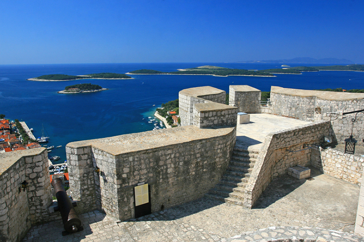 How to spend a day in Hvar - climb up to Fortica