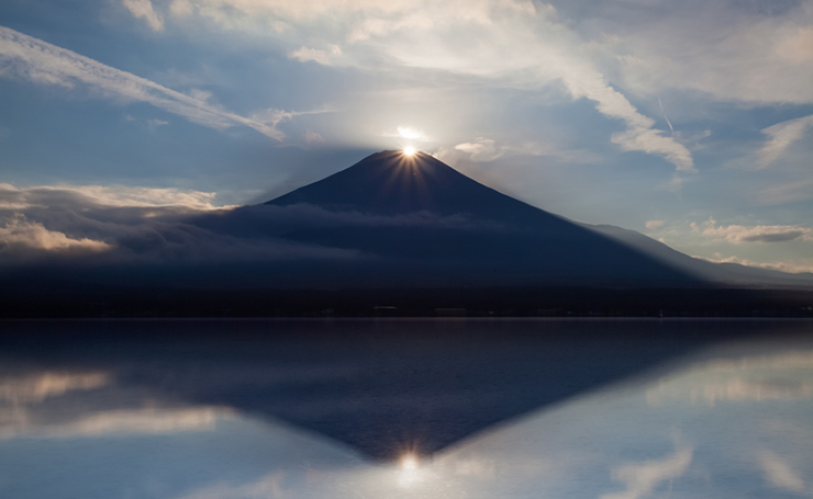 The phenomenon of 'diamond fuji' is a great reason to visit Japan in winter