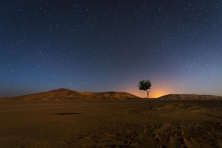 Camping under stars Sahara desert - most romantic experiences around the world