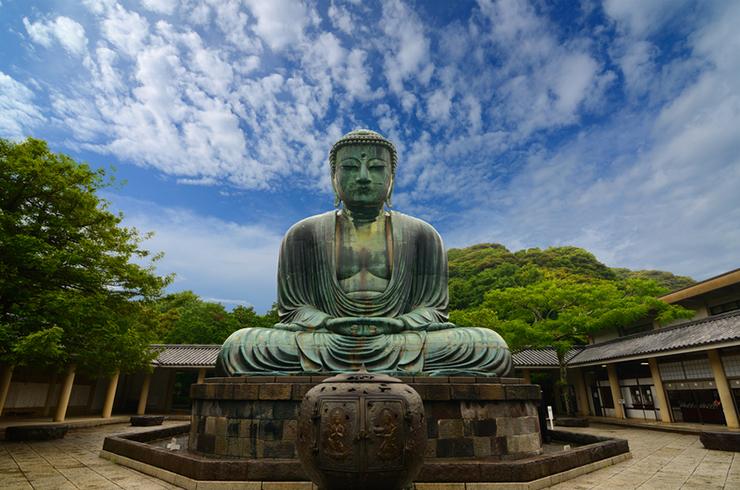 The iconic bronze Buddha in Kamakura