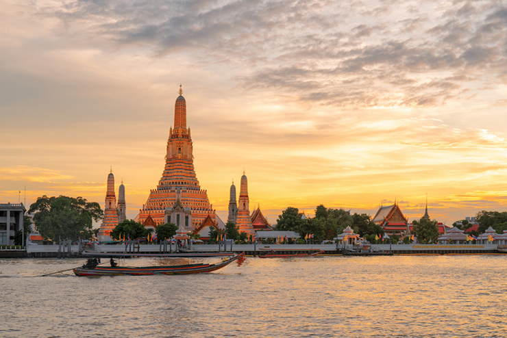 Wat arun at sunset in Bangkok, Thailand