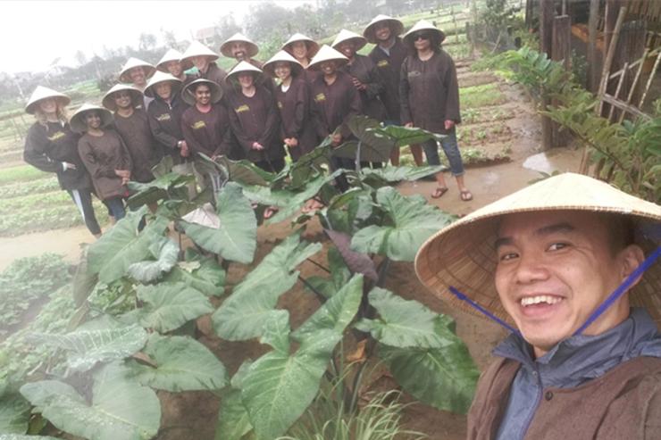 Hùng là một trong những hướng dẫn viên du lịch của chúng tôi tại Việt Nam