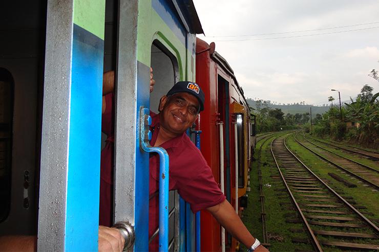 Akthar là một trong những hướng dẫn viên du lịch của chúng tôi ở Sri Lanka