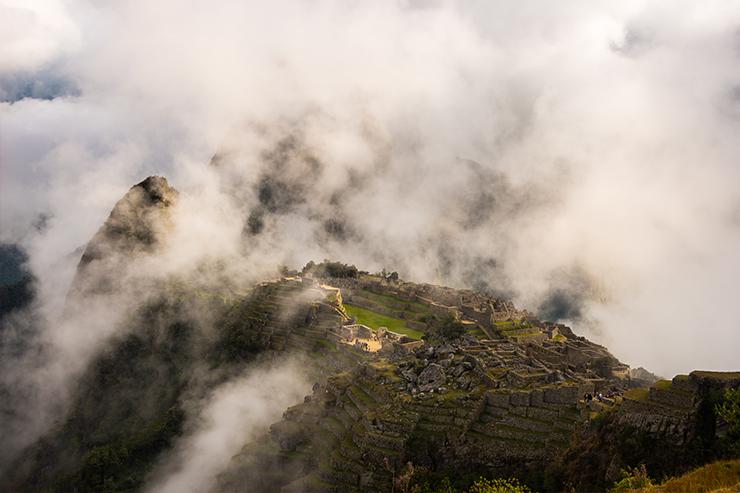 Một trong những sự thật quan trọng nhất về Machu Picchu cần nhớ là nó thường bị bao phủ bởi mây và sương mù vào buổi sáng