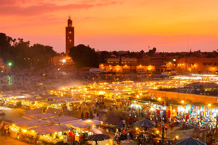 Quảng trường Djemaa el Fna ở Marrakech, Maroc là điểm đến nổi tiếng cho những ai đang trong chuyến du lịch châu Phi