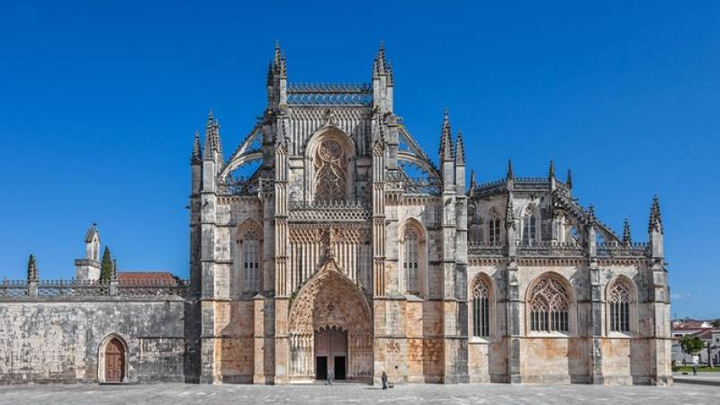 Fátima, Batalha, Alcobaça, and Óbidos Full Day Private Tour from Lisbon