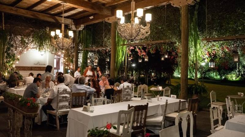 Experience Lima: An Evening at the Larco Museum with Dinner