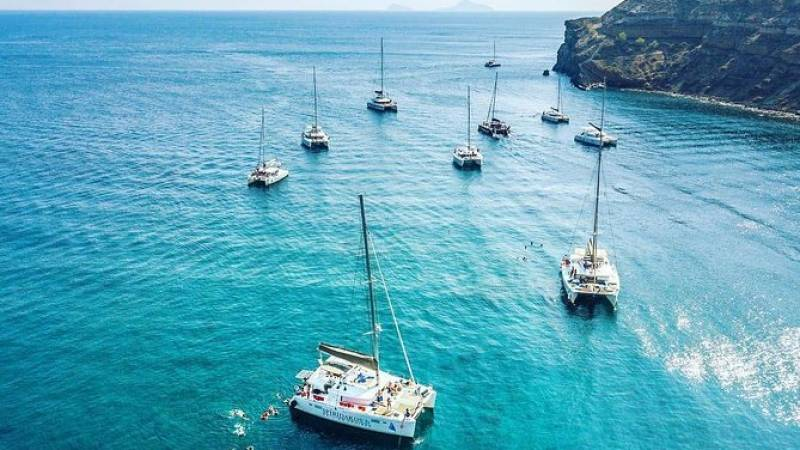 SemiPrivate Standard|Santorini Catamaran Cruise with Greek buffet and drinks