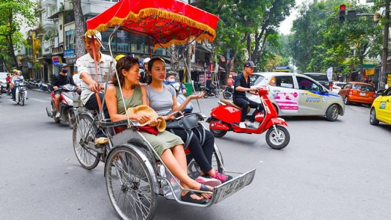 Hanoi Old Quarter: Cyclo and Walking Street Food Tour - Small Group