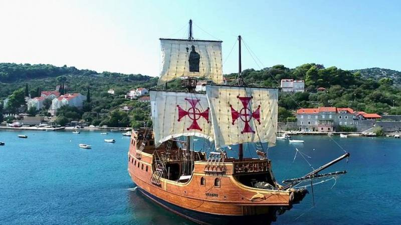Three Islands Cruise with lunch by Galleon Tirena from Dubrovnik