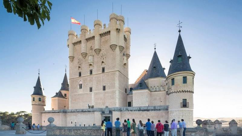 Avila with Walls and Segovia Day Tour from Madrid with Optional Lunch