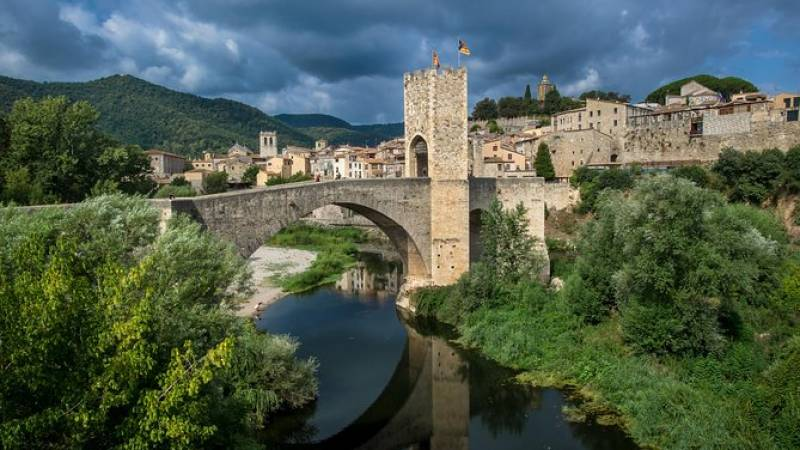 Medieval Three Villages Small Group Day Trip from Barcelona