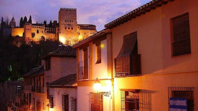 Twilight in Albayzin and Gypsy Sacromonte of Granada:Small group tour in English