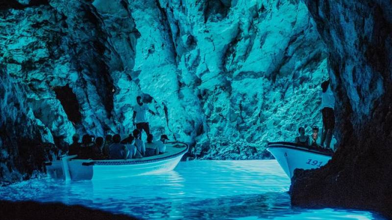 Five Island Speedboat Tour Featuring the Blue Cave and Hvar