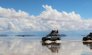 4-wheel-driving-through-Uyuni-Salt-Desert-in-Bolivia