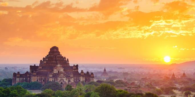 The temple filled plains of Bagan at sunset | Bagan | Myanmar