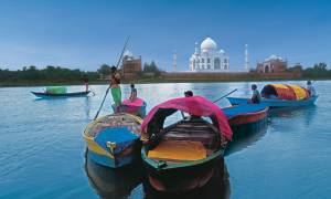Boats-in-front-of-the-Taj-Mahal-India