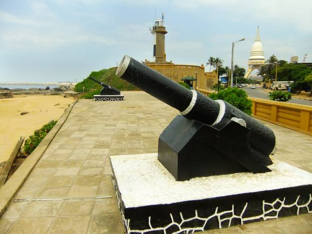 Cannon pointing towards the sea in Colombo