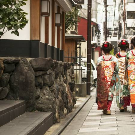 Geisha in Kyoto - Japan Tours-On The Go Tours