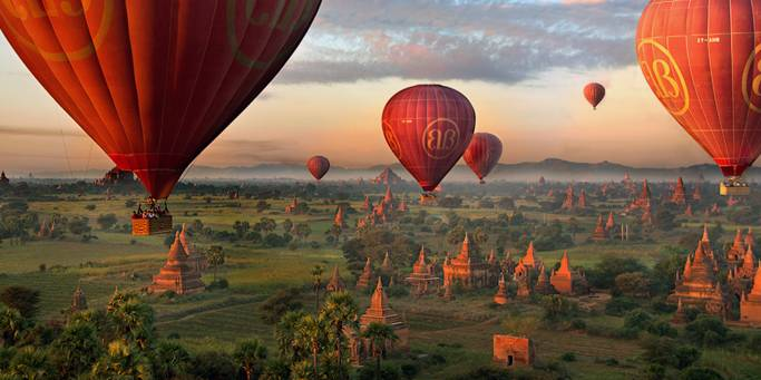 An absolute must on our tours to Myanmar is a balloon ride over the temples of Bagan