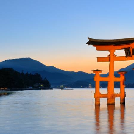 Itsukushima-Torii-Gate-in-Miyajima-Tab-Japan-Tours-On-The-Go-Tours