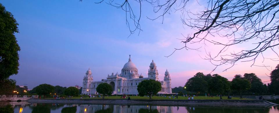 Beautiful blue and pink sky over a temple in Kolkata