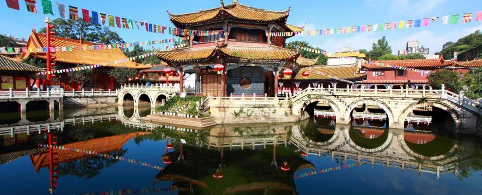 Temple on the water in Kunming