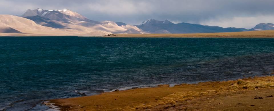 The striking mountain and lake scenery of Nagqu in Tibet