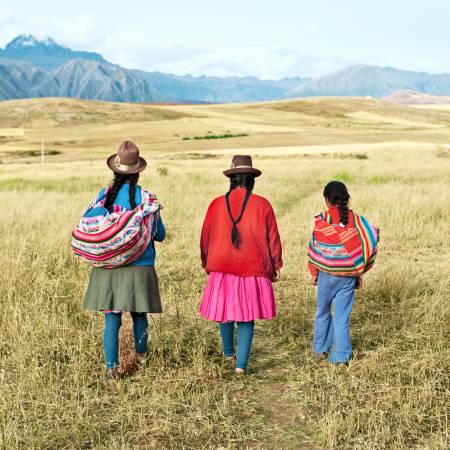 Peruvian-women-Andes-Peru-primary