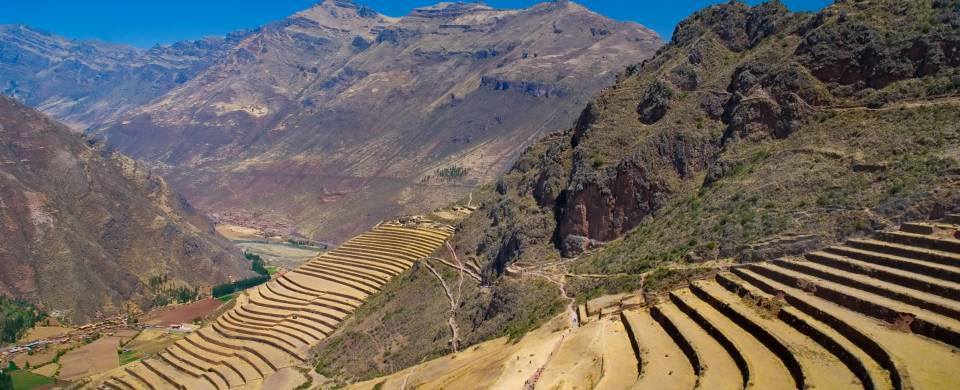 The ruins of Pisac stretching out across the mountainous Sacred Valley