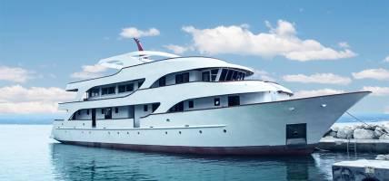 Premium-Boat-Exterior