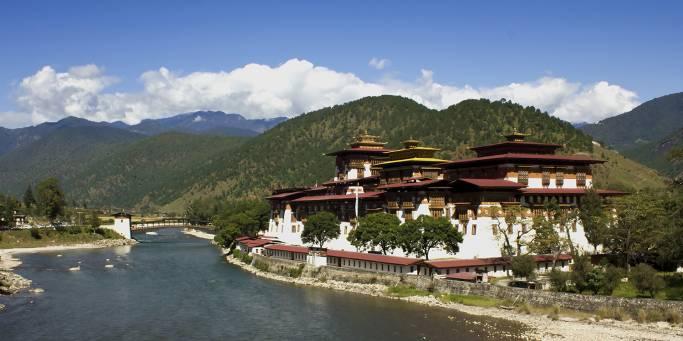 Punakha Dzong and the Mo Chhu river in Punakha | Bhutan