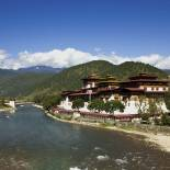 Punakha Dzong and the Mo Chhu river in Punakha | Bhutan