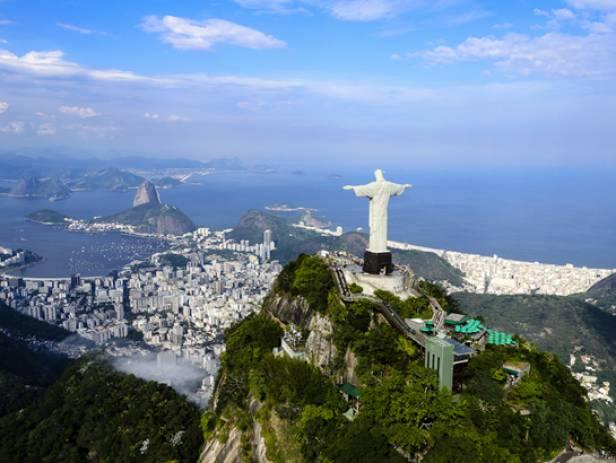 The sweeping bay of Ipanema beach in Rio de Janeiro