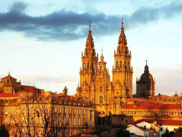 Pink, dusky sky over the Santiago skyline