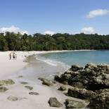 Picture of a sandy beach in Manuel Antonio in Costa Rica