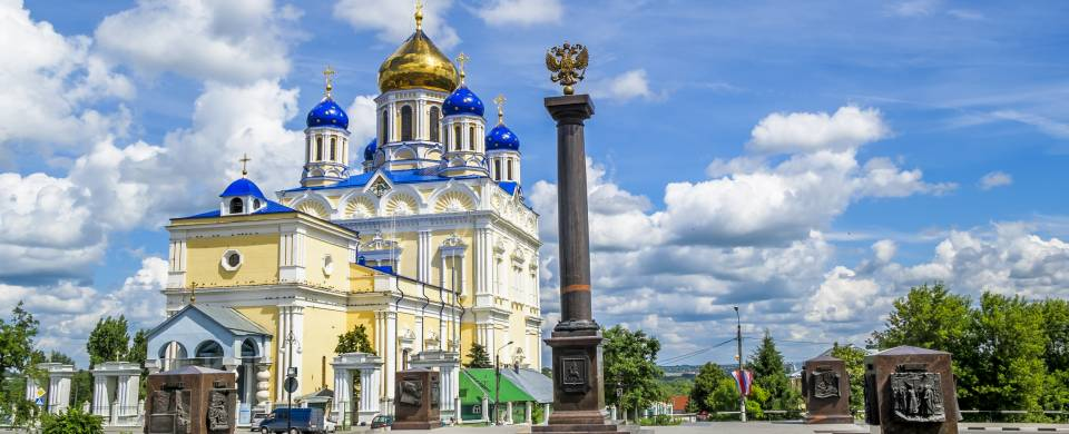 The colourful Voznesenskij Cathedral in Yelets with its gleaming blue domes