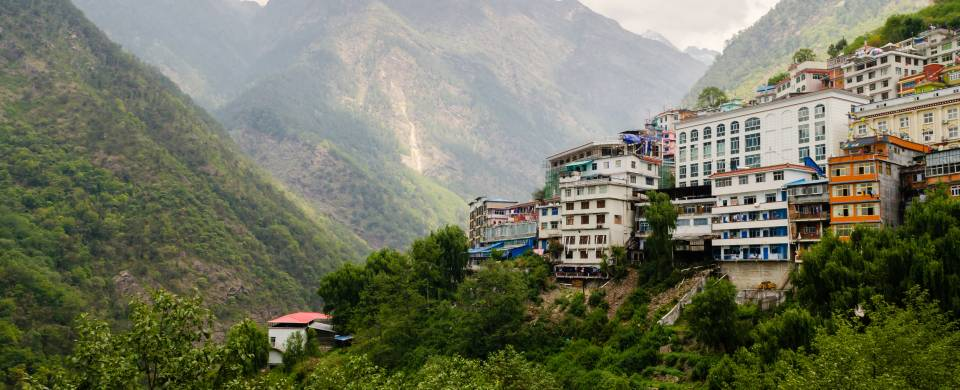 Houses clinging to the side of the mountain in Zhangmu