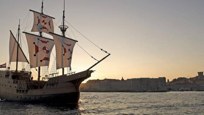 Dubrovnik Sunset and Dinner Cruise in a Traditional Karaka Replica